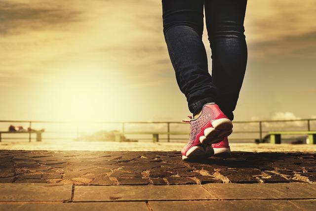 feet walking with metatarsalgia
